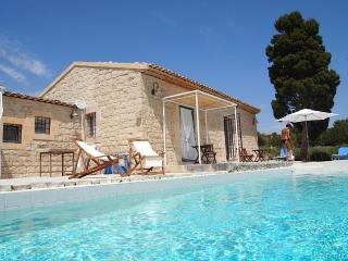 Holiday Villa Menfi Scicli, sun, sea & the history