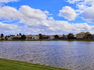Lake Front House in Sunny South Florida -Sleep 8, Boca Raton