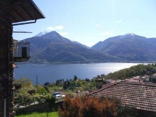 RELAXING HOUSE WITH ENCHANTING LAKE AND ALPS VIEW, Pianello del Lario