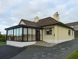 CLIFF LODGE, detached cottage, a 5 minute walk from town amenities, open fire, m