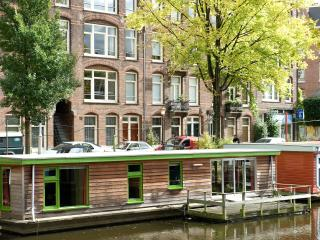 FAMILY 2-BR boathouse, close to city center, Amsterdam