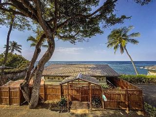 Oceanfront one bedroom Honeymoon Cottage, Breathtaking views, Kailua-Kona
