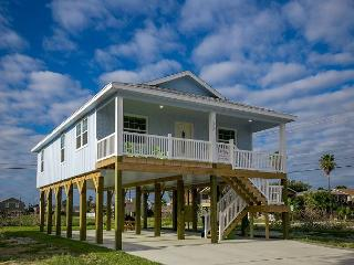 Sunny & New Port Aransas Stilt Home – 3 Minutes from Downtown