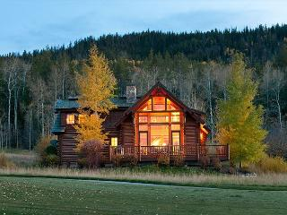 3 Bedroom Luxury Log Cabin in Teton Springs Golf Resort