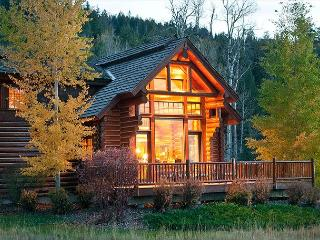 Luxury Log Cabin in Teton Springs Golf Resort. Sleeps 7