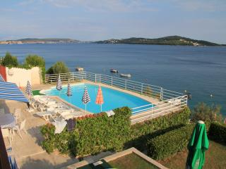 Villa Marija-apartment with pool and best view, Seget Vranjica