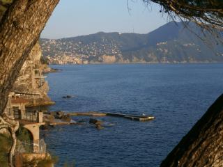 Elegante appartamento sulla spiaggia rocciosa riviera italiana, Recco