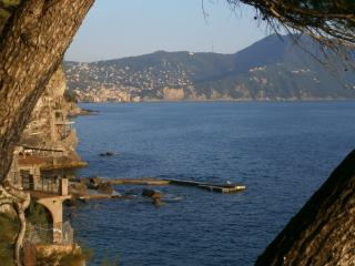Elegant flat on Italian riviera rocky shore