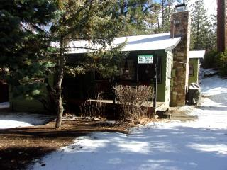 Cozy 2 bedroom Big Bear Cabin sleeps 4 (Boo Bear), Big Bear Region