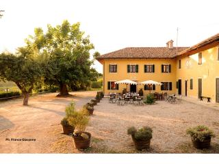 Agriturismo Il Cappallotto in the heart of Barolo