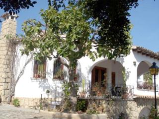 Fustera Pedros - Traditional style furnished villa, Calpe