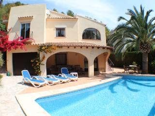 Sola - pretty holiday property with garden and private pool in Moraira