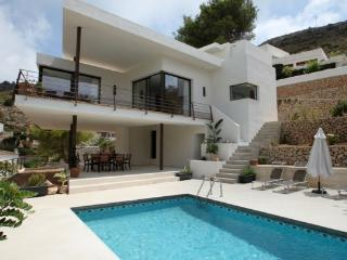 Laja - panoramic hillside holiday house in Moraira