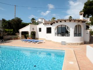 Laurel - beautiful little house in pretty grounds with lovely views in Moraira