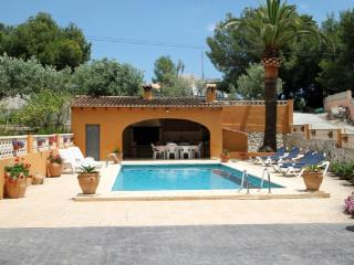 Mariros - pretty holiday property with garden and private pool in Moraira