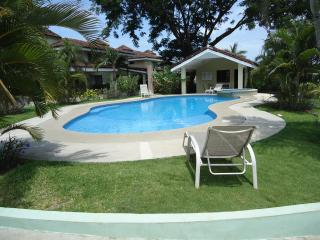 Tropical vacation house by the beach, Ciudad Colon