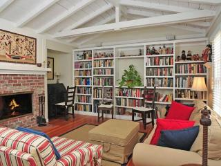 Cozy home w/large library & office! Bike or walk to shops, eateries & the beach!, La Jolla
