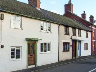 CASTLE COTTAGE period feaures, woodburning stove, pet-friendly cottage in Clun Ref 918820