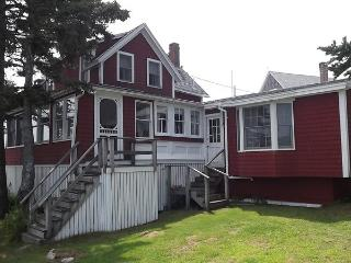 EDGE OF THE SEA | OCEANFRONT | OCEAN POINT | EAST BOOTHBAY MAINE | LIGHTHOUSES |