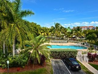 Grenada Suite #209 - 2/2 Condo w/ Pool & Hot Tub - Pvt Parking, Key West