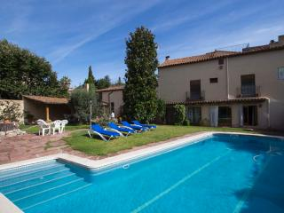Elegant Castellar villa 35km from Barcelona and a short walk to all amenities