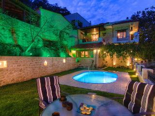 Luxury in the village, in villa Alexandros