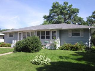 Perfect Location! Near Mayo clinic and St. Marys- Relax in comfort! 5 Stars!, Rochester