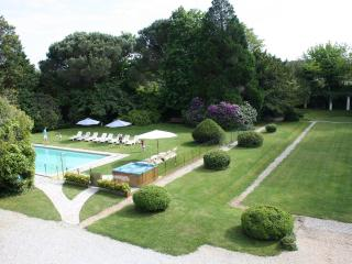 Luxury French Villa Walking Distance to Town and Near Surfing Beaches - Manoir Atlantique, Soustons