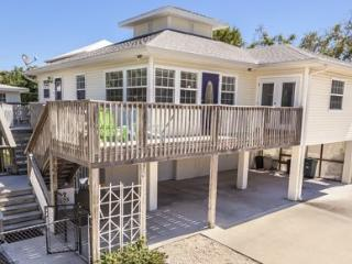 Sunny Side Up, our fabulous Pool home near Times Square - Code: Sunny Side Up, Fort Myers Beach