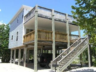 New Private Hot Tub at this Spacious Beachside Home, One House back from the, Fort Myers Beach