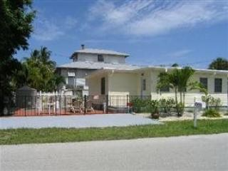 Newly Renovated Fort Myers Beach Vacation Home with upscale Decor and Amenities - Code: Lazy Days