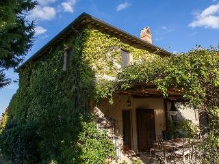 This enchanting property located in Montefollonico, very close to the famous win