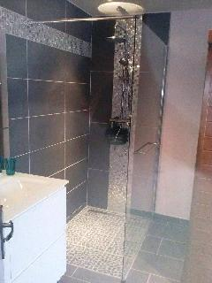Italian shower and double basin