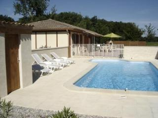 3 bedroom cottage with privte pool, Villereal