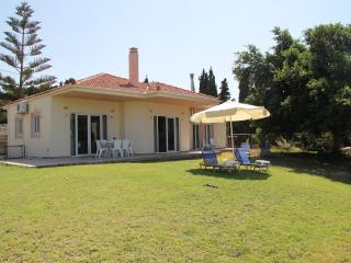 Sea Breeze Villa,  stunning sea view, near beach (900 m), Rethymno center (3 km)