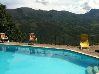 La Pinta's Country House in Chinauta. Pool and view