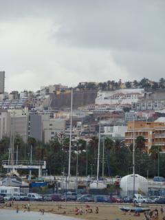 Colinas de Las Palmas y muelle deportivo
