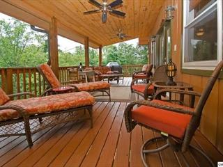 Cozy Getaway Chalet Off The Parkway, Sevierville