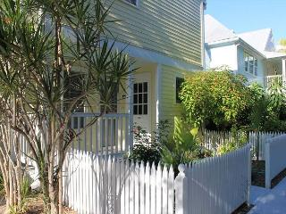 Shipyard 106-2 1 Bedroom newly renovated Condo, Key West
