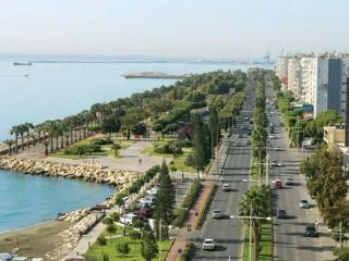 Large 3 bed Apartment near beach  FREE WIFI S/Pool, Limassol