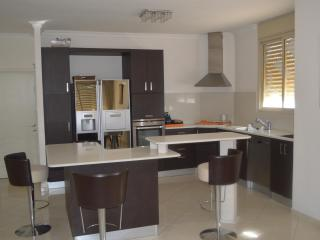 apartment 3 bedrooms ,netanya, Gedera