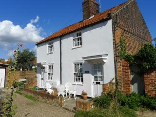 Central Southwold! Weavers Cottage! Private Road! 5 Spinners Lane Southwold