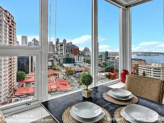 1 Bedroom Glimmerng Skyline and Water View Oasis, Seattle