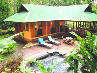 Geckoes Lodge Romantic Villa & Pool. Barefoot Luxury near Gorgeous Beaches