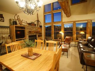 Walk to Lift/Elegant/Mtn Views/Hot Tub/Shuttle Rt, Crested Butte