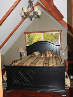 MASTEROOM BED W QUEEN SIZE - UPSTAIRS