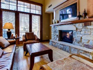 Ski-in/out lodging w/soaking tub, pool/hot tub/tennis access, Truckee