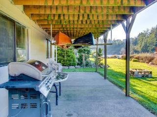 Dog-friendly riverside cottage with backyard firepit & kayak launch!