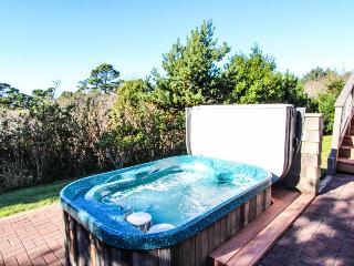 Central Oregon Coast retreat with hot tub and sauna!, Newport
