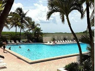 MIAMI BEACHFRONT+PARKING+POOL+WIFI!5, Miami Beach